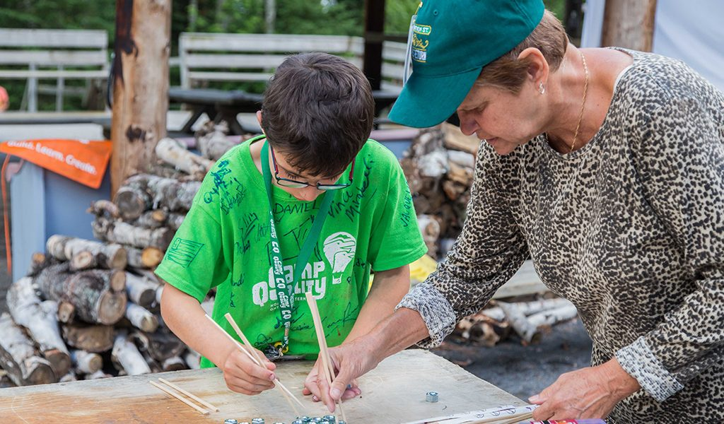 volunteer-with-camper-2015